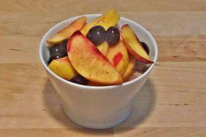 Flan de higos con fruta salteada