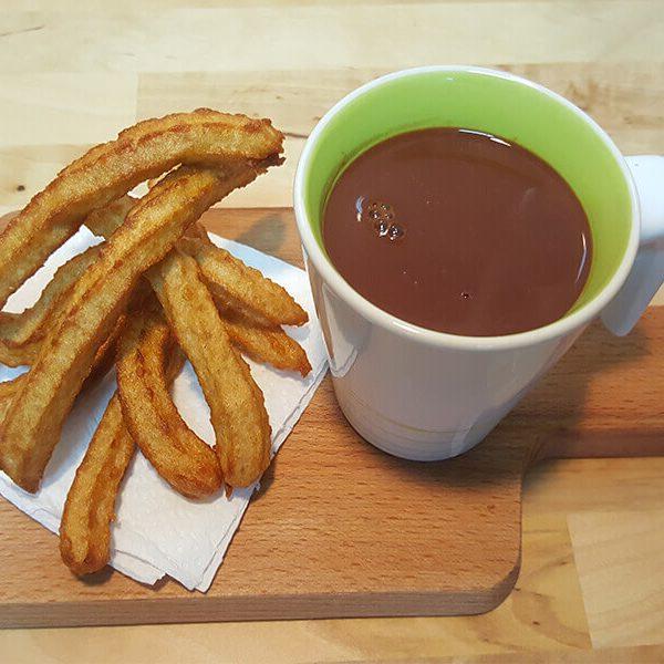 Receta fácil de Churros con Chocolate - www.coquinare.com - Dulces Recuerdos