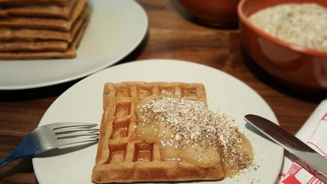 Receta fácil de Gofres de Manzana y Nueces con Crema de Plátano y Granola - www.coquinare.com - Dulces Recuerdos
